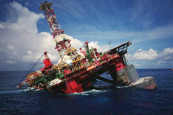 Offshore Oil Rig : Oil rig ballast control system accidents